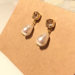 SWAROVSKI tear drop cotton pearl ピアス