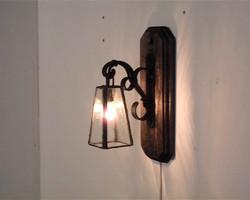 アンティーク風、アイアンの壁掛けランプ