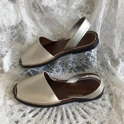 新作シルバーゴールド★靴擦れしない疲れない本革オーダーメイドサンダル★☆甲高や幅広の方には特にオススメです☆|シューズ・靴|3LDK|ハンドメイド通販・販売の